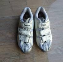 Cần bán giày road nữ sz39