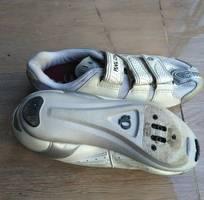 3 Cần bán giày road nữ sz39