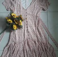 Đầm voan hoa nhí xòe, chân váy xếp ly, cổ tim, tay