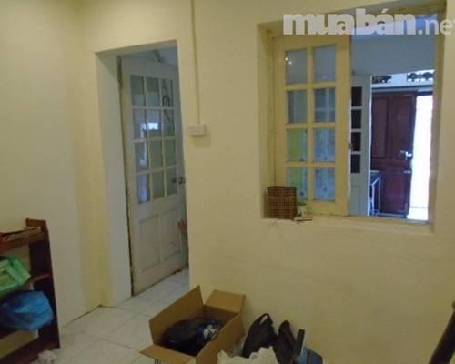 Cho thuê căn hộ tập thể phố trần hưng đạo gần bv 108 mới sửa đẹp, 36m2 giá 5,5tr