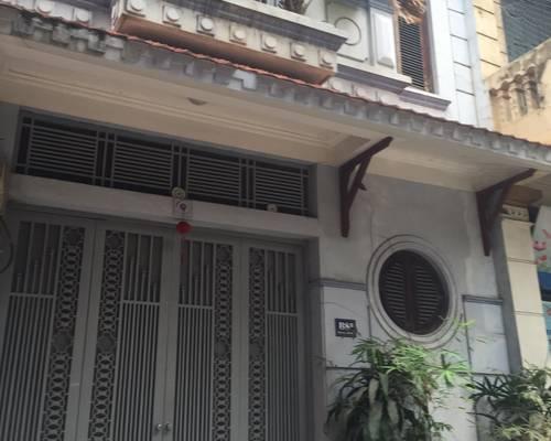 Cho thuê nhà riêng ở ngõ 80 chùa láng 100 m2 x 2 tầng,oto đỗ cửa làm vp