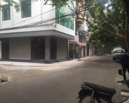 Chính chủ cho thuê văn phòng phố Phạm Tuấn Tài, S  70m2, nhà 2 mặt tiền, view cực đẹp, ô tô đỗ cửa