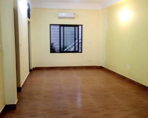 Cho thuê can hộ tầng 9 chugn cư Nhật Tân diện tích 80 m2