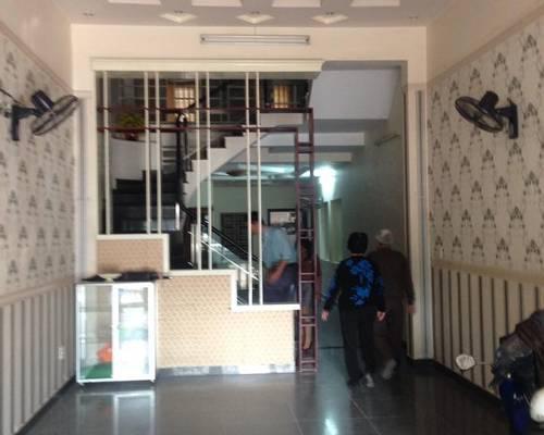 Cho thuê nhà 4 tầng mặt đường Văn Cao kinh doanh nhà hàng, văn phòng