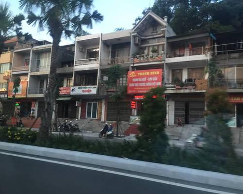 Cho thuê nhà mặt đường Nguyễn Văn Cừ - Cột 3 - TP Hạ Long làm văn phòng, kinh doanh