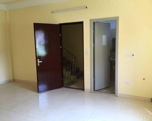 Cho thuê phòng trọ khép kín nhà mới CV Hòa Bình