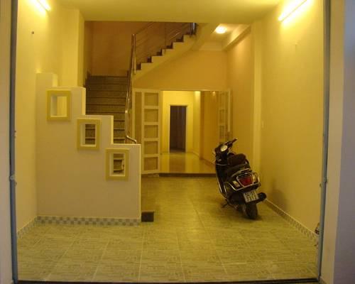 Cho thuê tầng 2, phòng đôi, rộng 45m2, ngay ngã tư Hàng Xanh