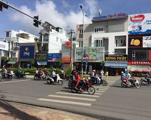 Cho thuê nhà 4 tầng mặt tiền Nguyễn Văn Cừ 60 triệu  Miễn trung gian