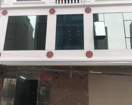 Cho thuê nhà 3 tầng làm văn phòng diện tích mặt sàn 100m2