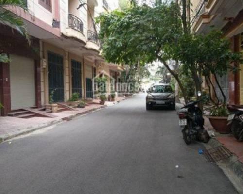 Cho thuê nhà  riêng  Nguyễn Thi Định 55m X 5 tầng  ô tô đỗ cửa giá 16 tr / tháng