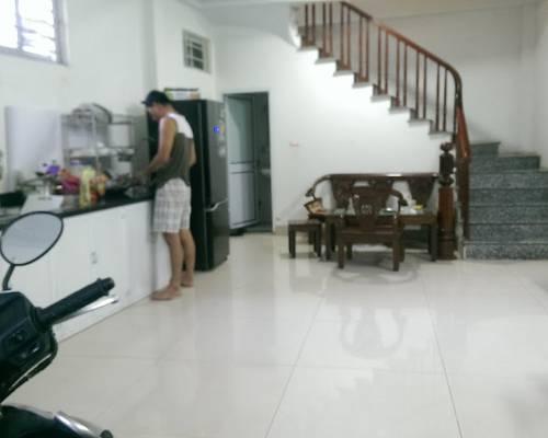 Cho thuê phòng tầng 2 của nhà 5 tầng đường Nguyễn Xiển, Thanh Xuân, Hà Nội