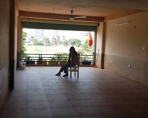 Cho thuê mặt bằng 2 tầng ở phố Hạ đình, 200m2 làm văn phòng hoặc kho