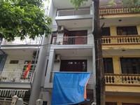 Bán nhà Trần Quốc Hoàn 45m2  5 tầng mặt tiền 4m đường 6m 7.2 tỷ