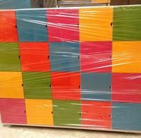 Tủ tư trang đủ loại bằng gỗ MDF sơn phủ PU có bánh xe di chuyển