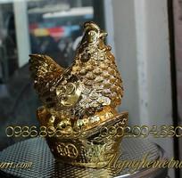 2 Tượng gà đồng phong thủy đẻ trứng vàng mạ vàng.