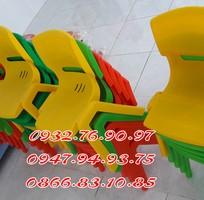 3 Ghế nhựa đúc nhập khẩu dành cho các bé trường mầm non