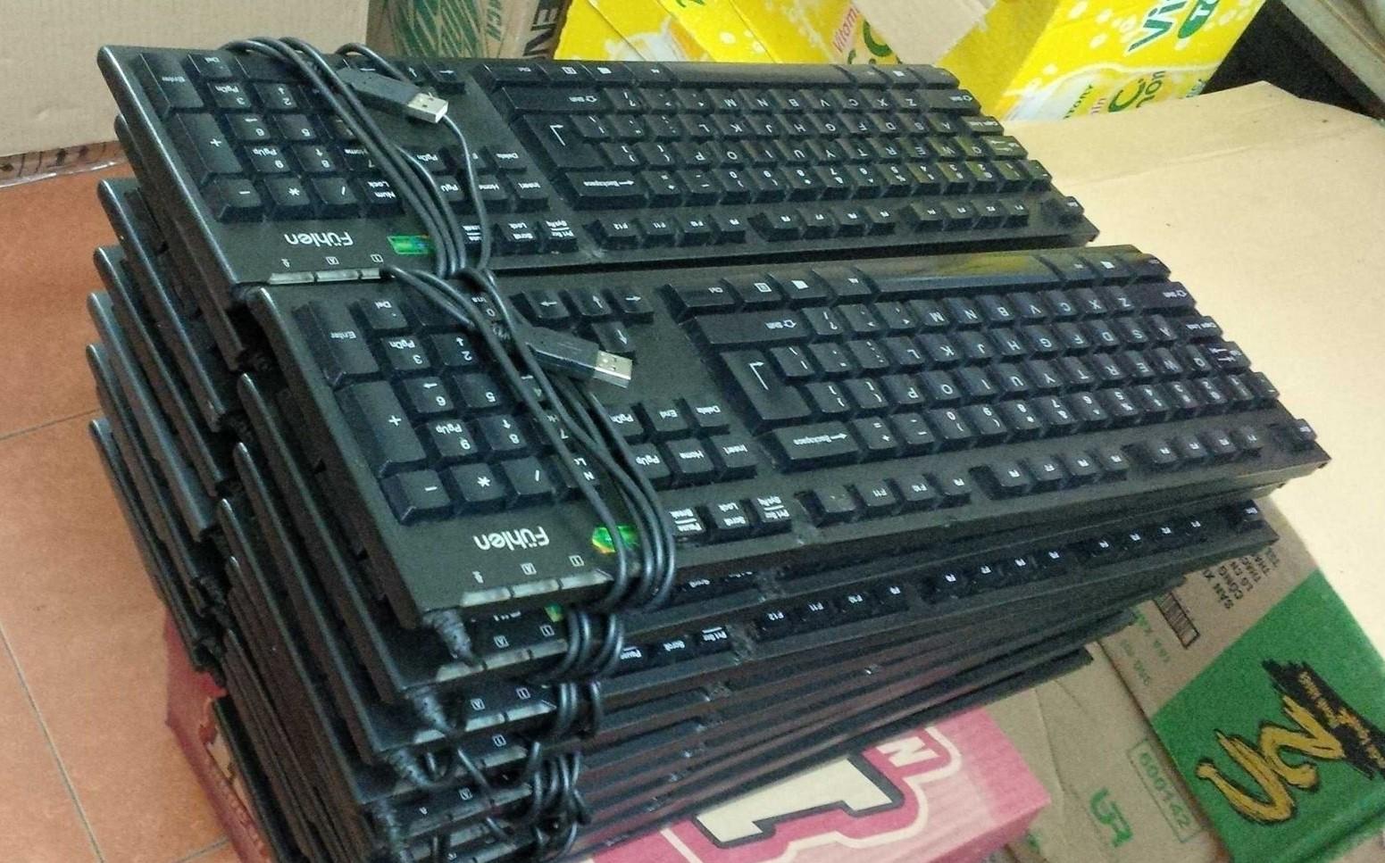 1 BÀN PHÍM CŨ chuyên cung  cấp cho dàn net, có bán lẻ: phím thường , phím GAMER... số lượng lớn