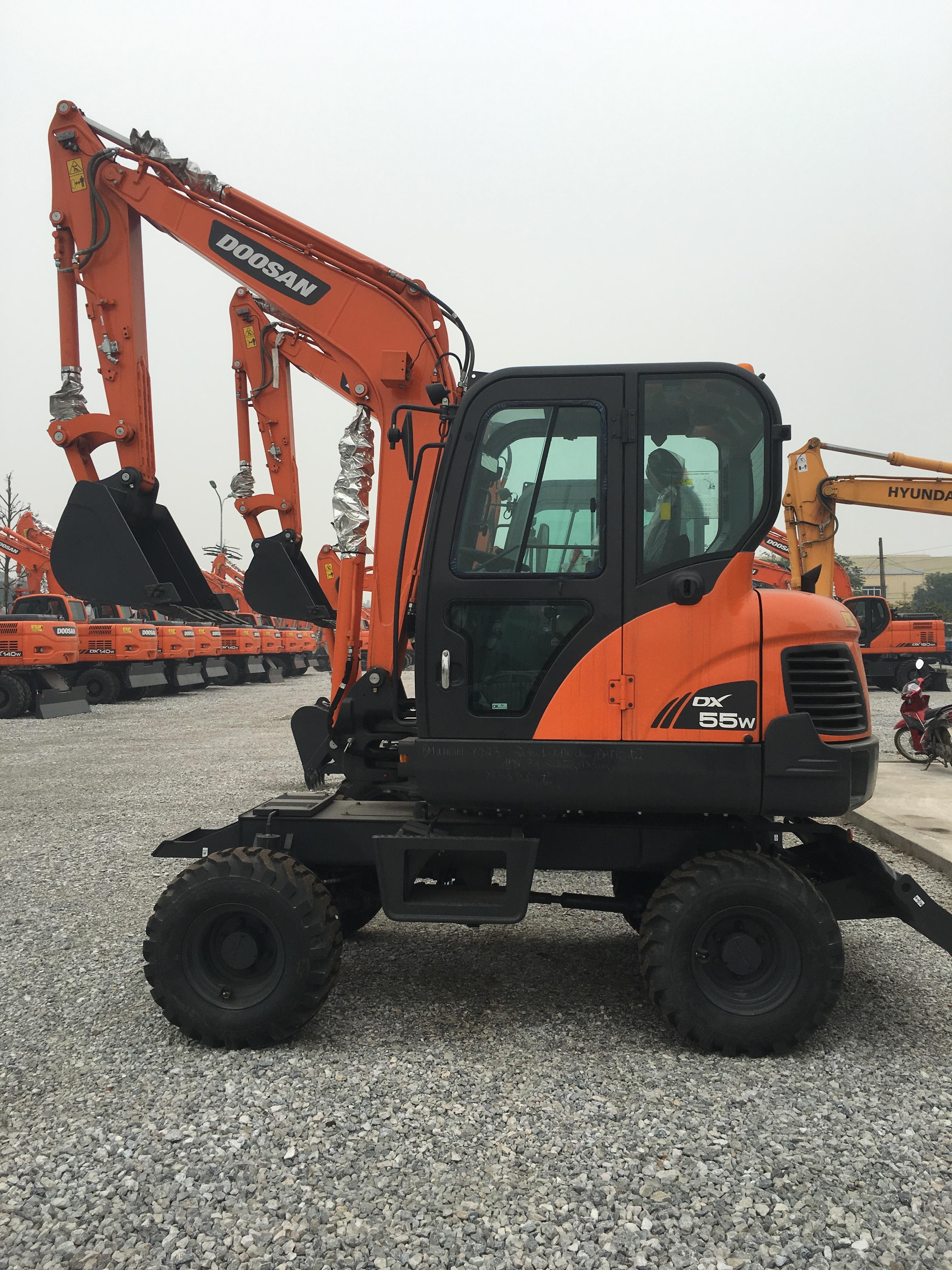 Bán Máy xúc đào bánh lốp,bánh xích Doosan Hàn Quốc mới   DX 55W, DX 140W, DX 190W