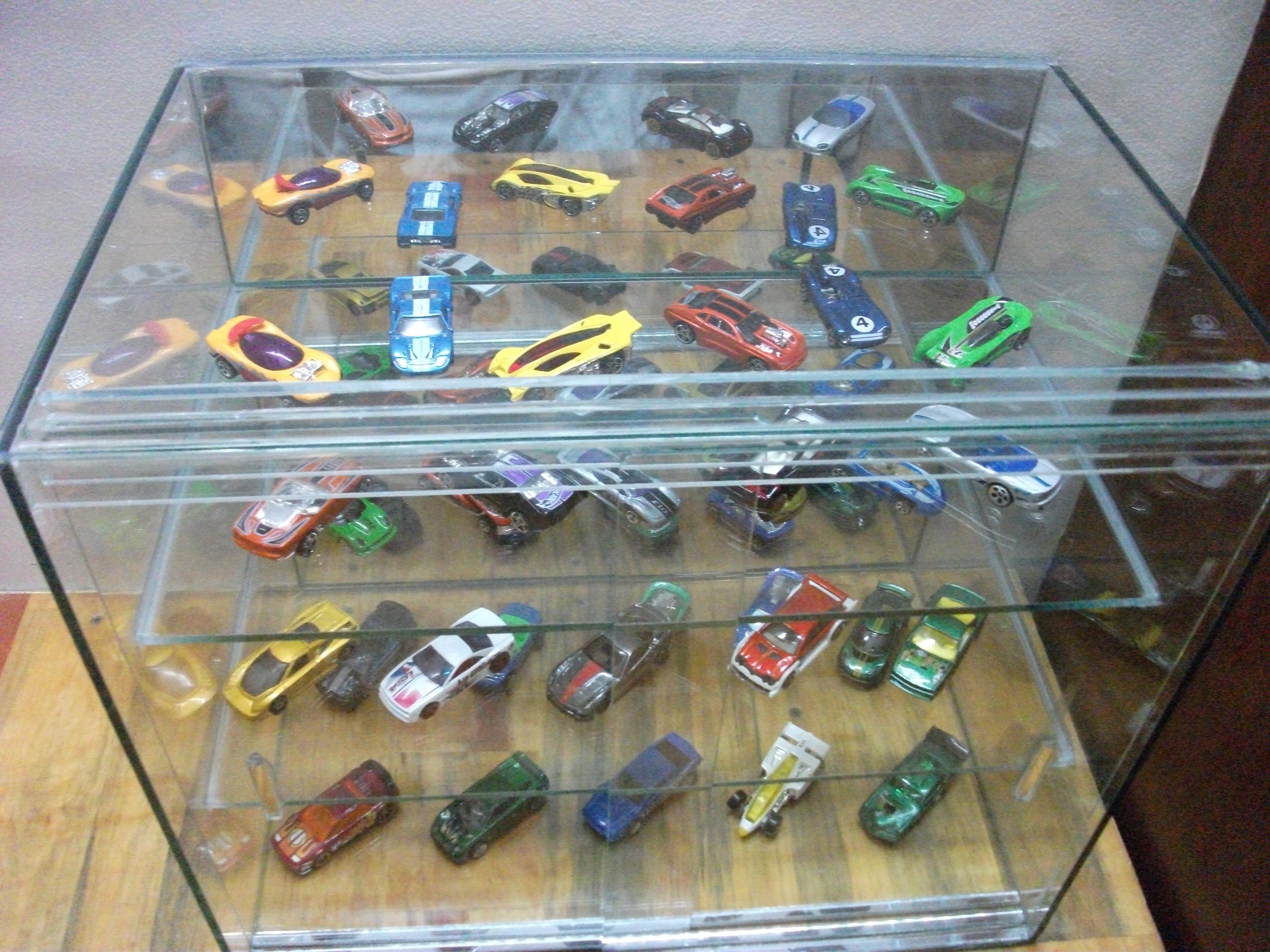 8 Bán  xe Hotwheels   tủ kính trưng bày