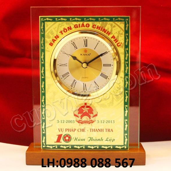 4 Nơi làm đồng hồ quà tặng đối tác,cung cấp đồng hồ để bàn,nhận làm đồng hồ đế gỗ để bàn