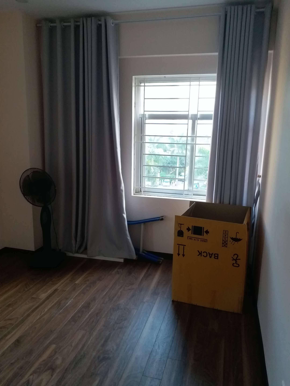 1 Cho thuê chung cư K1 Việt Hưng 80m2, nội thất mới, 2 ban công, 3 điều hòa, 2 PN, 1 WC