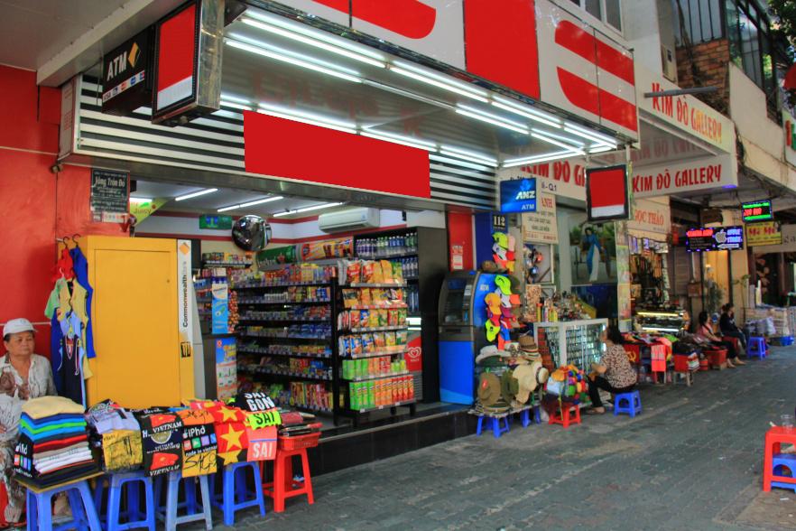 Cho thuê gấp nhà mặt tiền đường Lê Lợi, Quận 1: 5m x 4m, trệt, 2 lầu, ngay sát chợ Bến Thành...