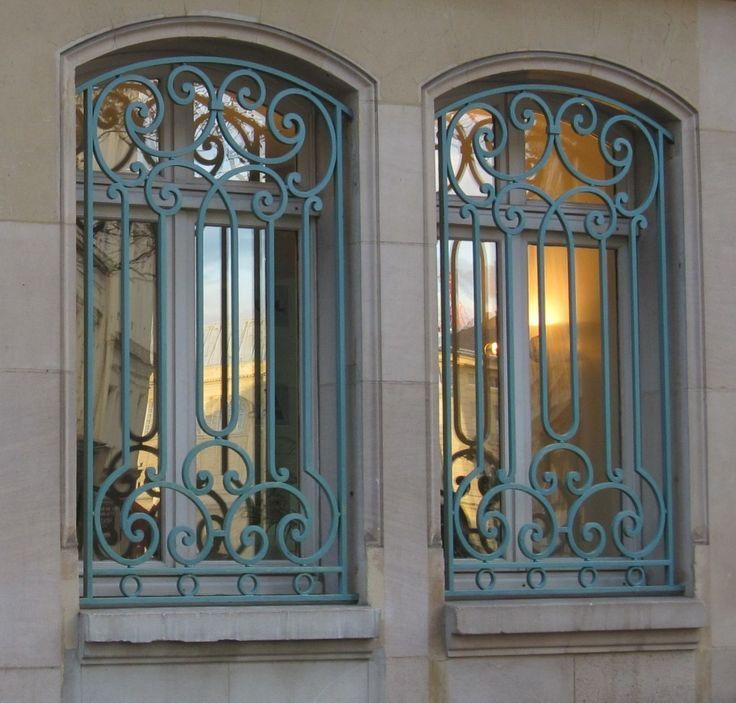 2 Mẫu cửa sổ sắt đơn giản, cửa sổ sắt phong cách hiện đại
