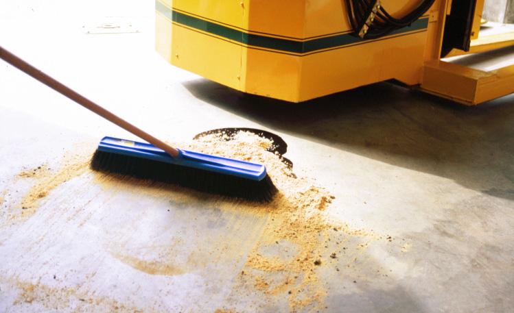 1 Chất thấm hút dầu và hóa chất rơi vãi trên nền sàn Kleen Sweep