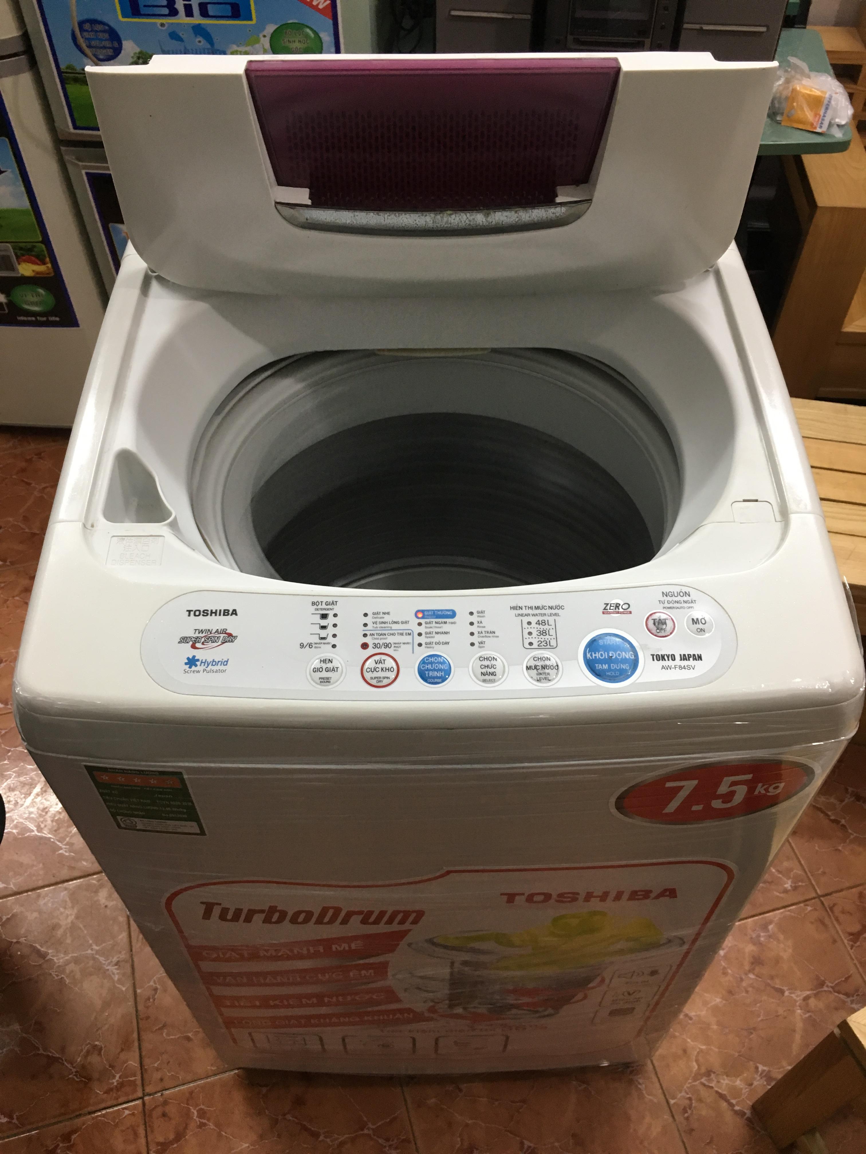 1 Máy giặt toshiba 7,5kg mới 85%