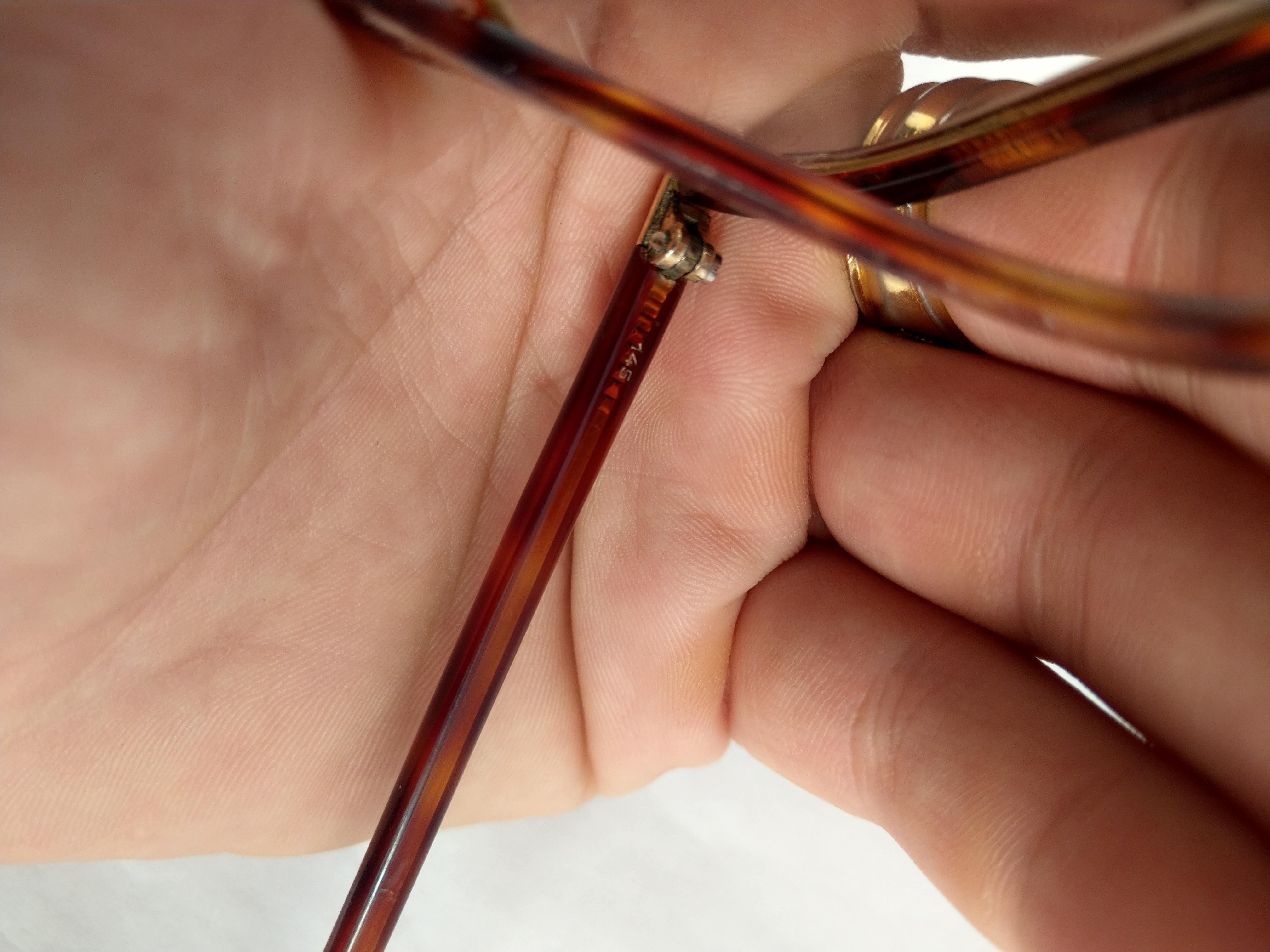 7 Có 3 cái kính mới về Essel    Hery Jullen   Double Lamine  bọc vàng của Pháp.