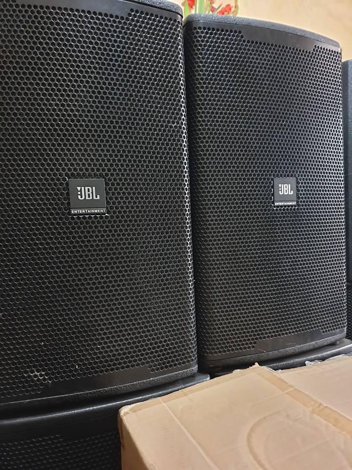 Bán vài đôi loa JBl bass 30 hàng bãi có 2 kiểu thiết kế là treo ngang hoặc để đứng