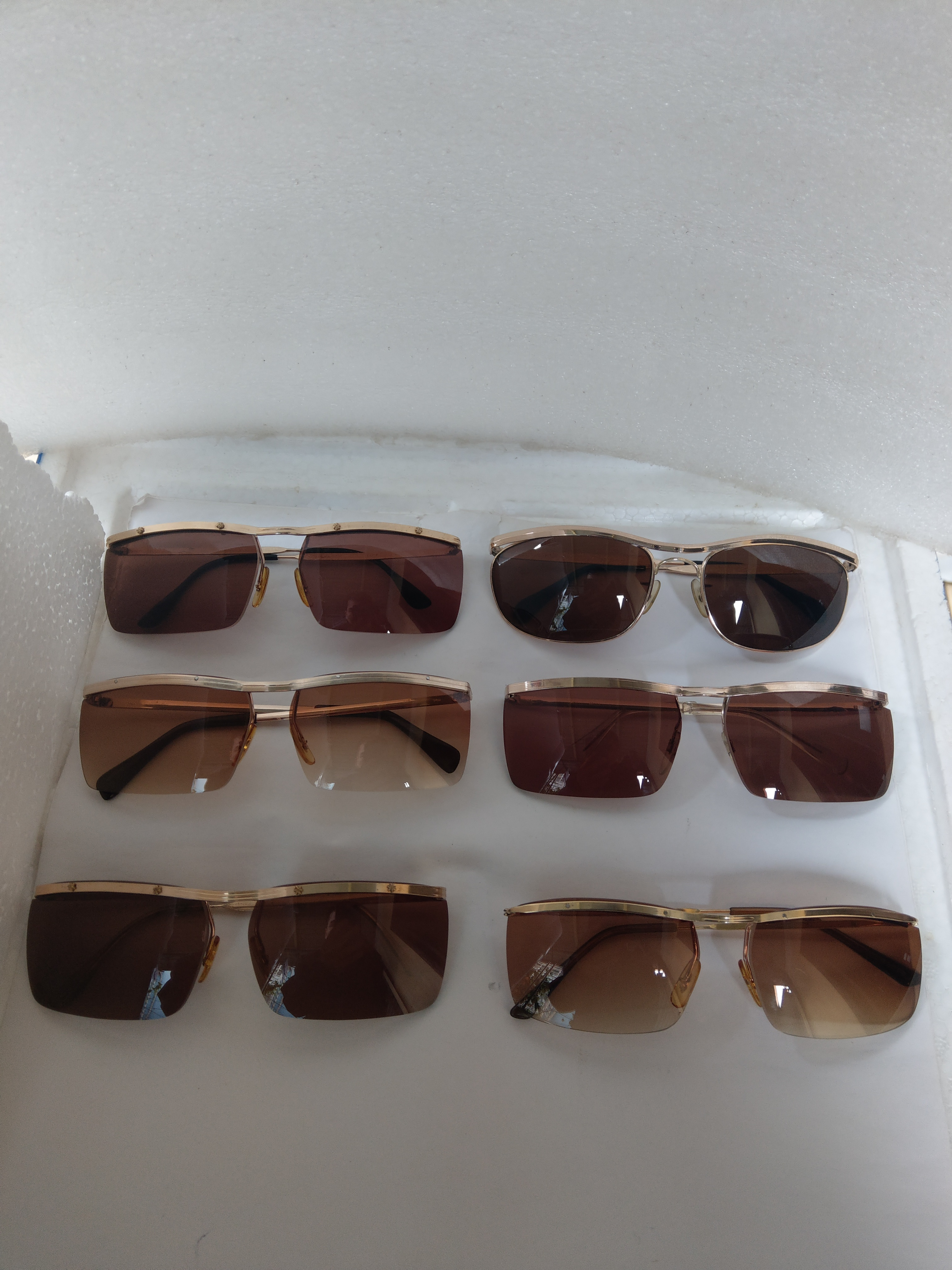 8 Ra mắt 6 cái kính cổ bọc vàng mới về sản xuất thập niên 1950
