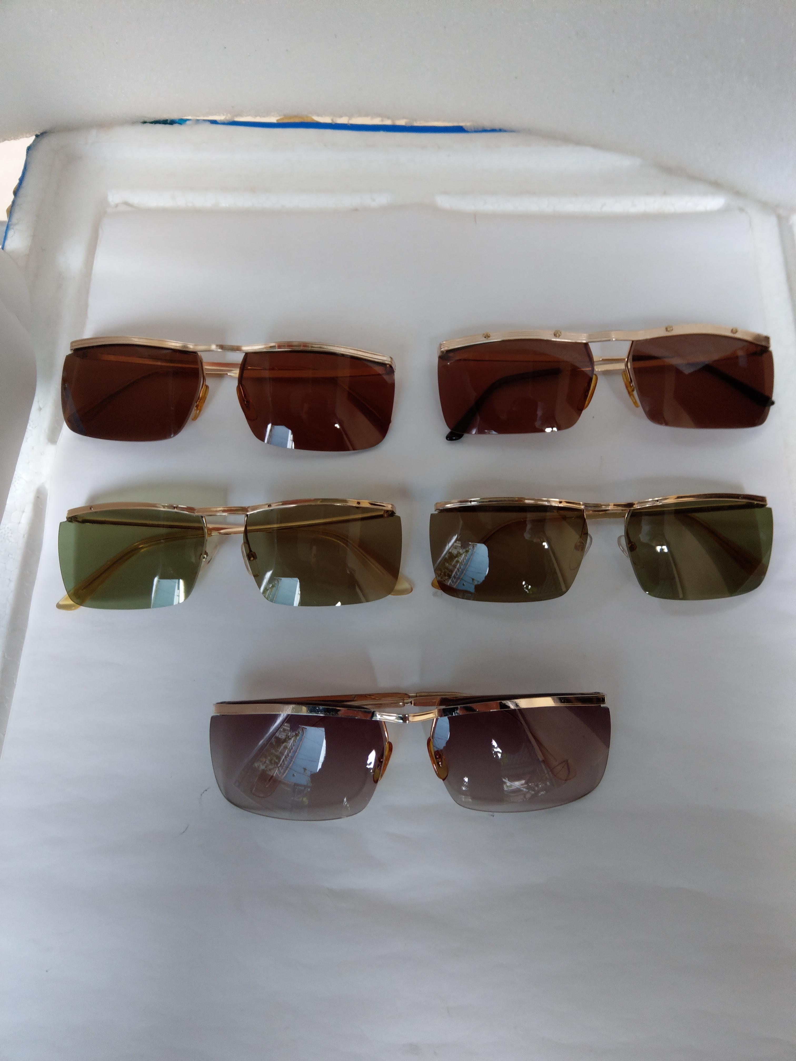 3 Có 5 cái kính cổ mới về toàn hàng cổ xưa.