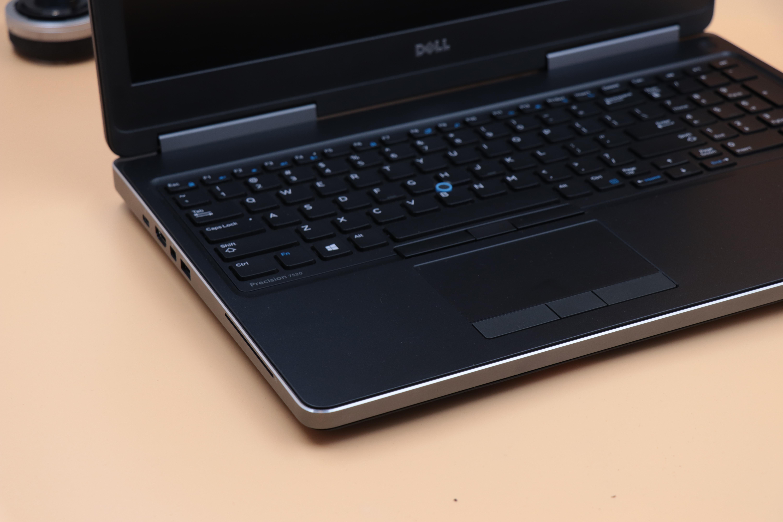 4 Dell Precision M7520 - Đẳng cấp, thời thượng