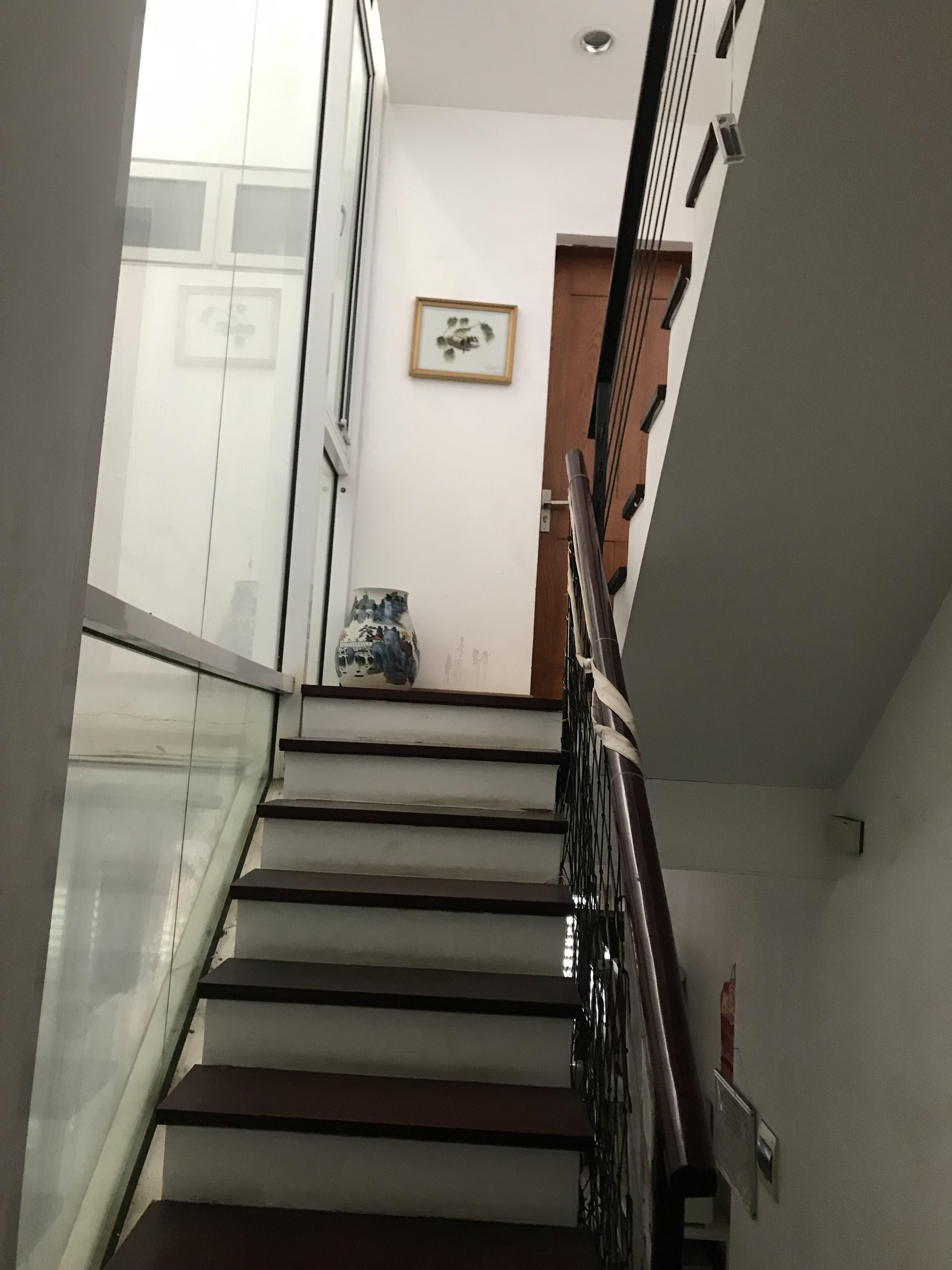 7 Cần cho thuê nhà tại quận Ba Đình Hà Nội, 4 tầng , 3 phòng ngủ, 4 wc, tiện nghi đầy đủ, an ninh