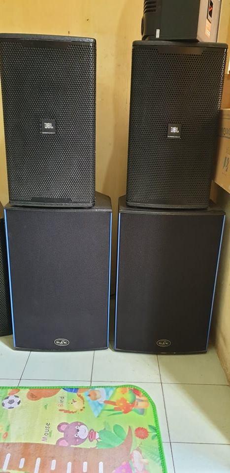 4 Loa chuyên nghiệp karaoke kinh doanh hàng bãi Mỹ nguyên bản: JBL KP6012 và JBL SRX715