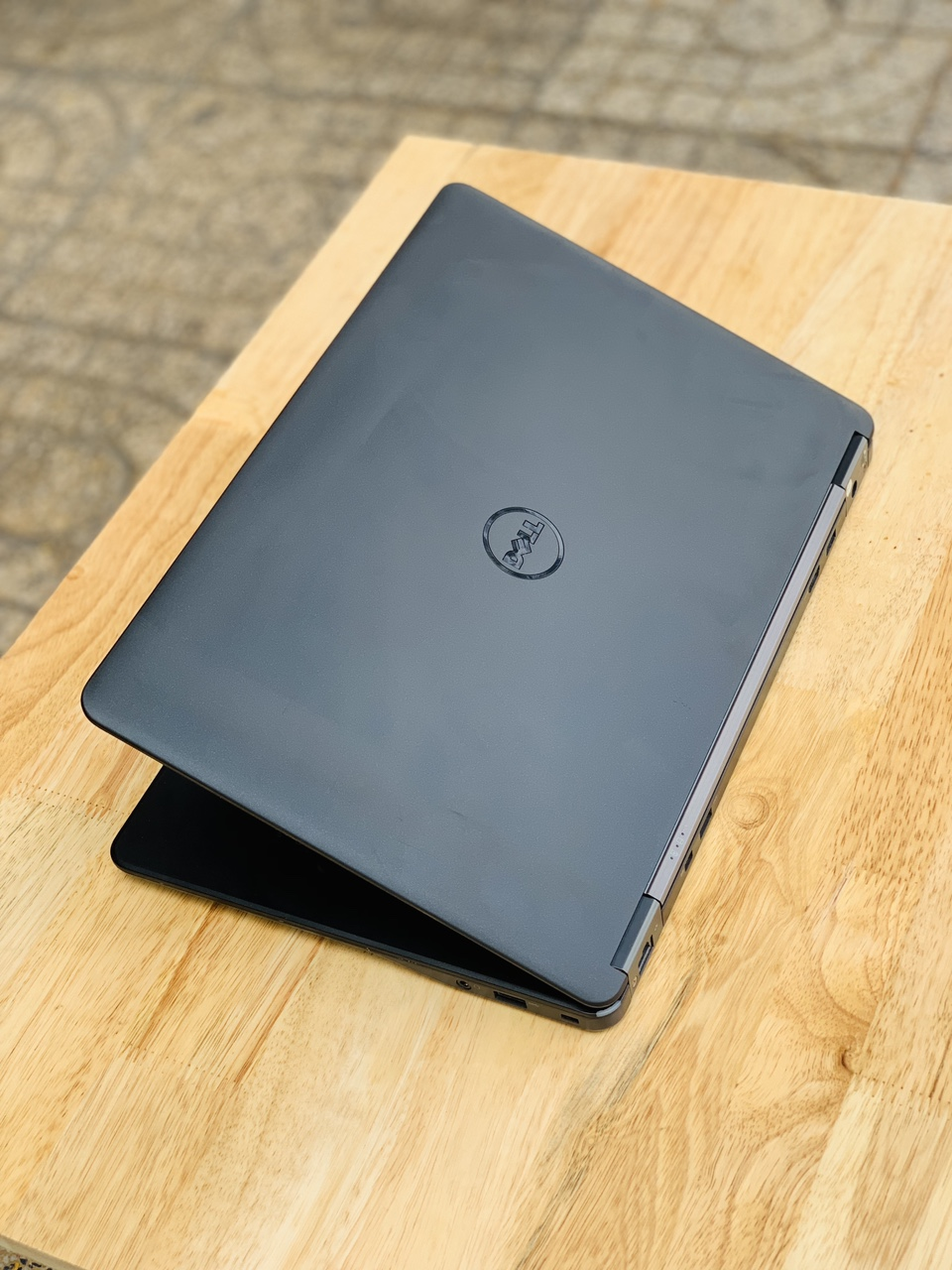 1 Dell latitude E7250 core i7-5600u, ram 4G, ssd 128GB, màn hình cảm ứng full hd