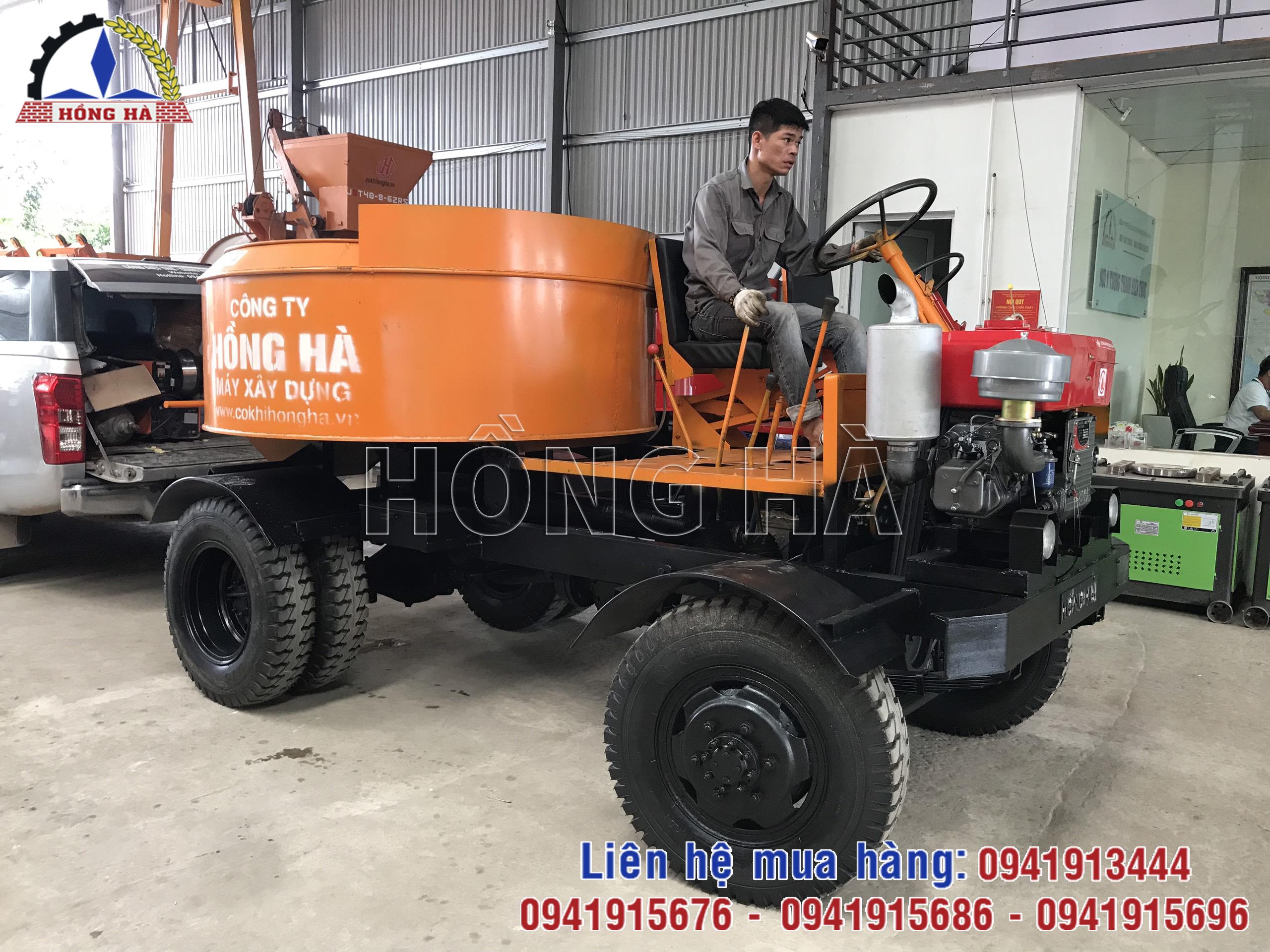 1 Bàn giao thành công máy trộn bê tông tự hành Hồng Hà về Tuyên Quang