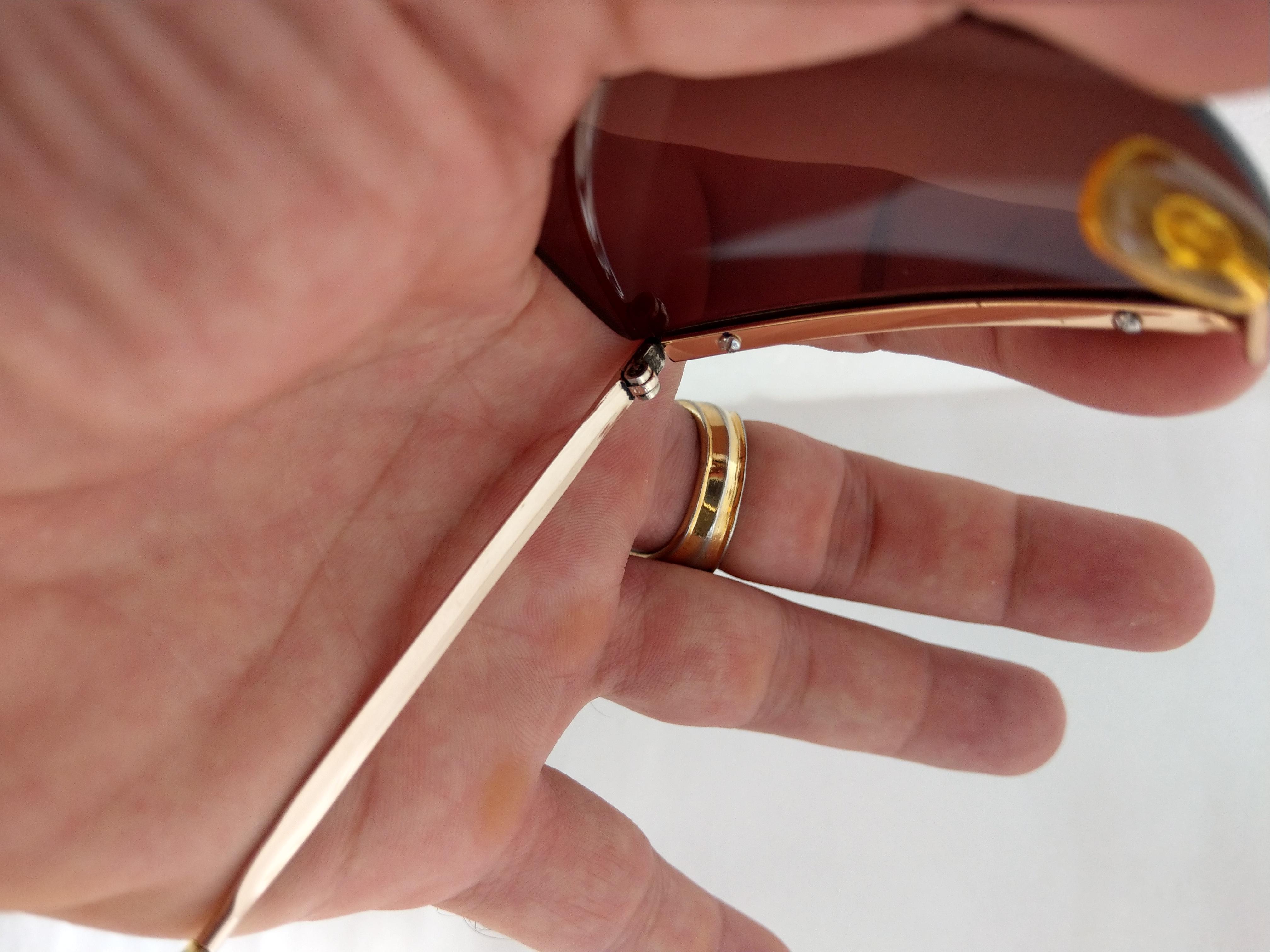 9 Kính Optura   Made in  Germany dáng đòn gánh bọc vàng.