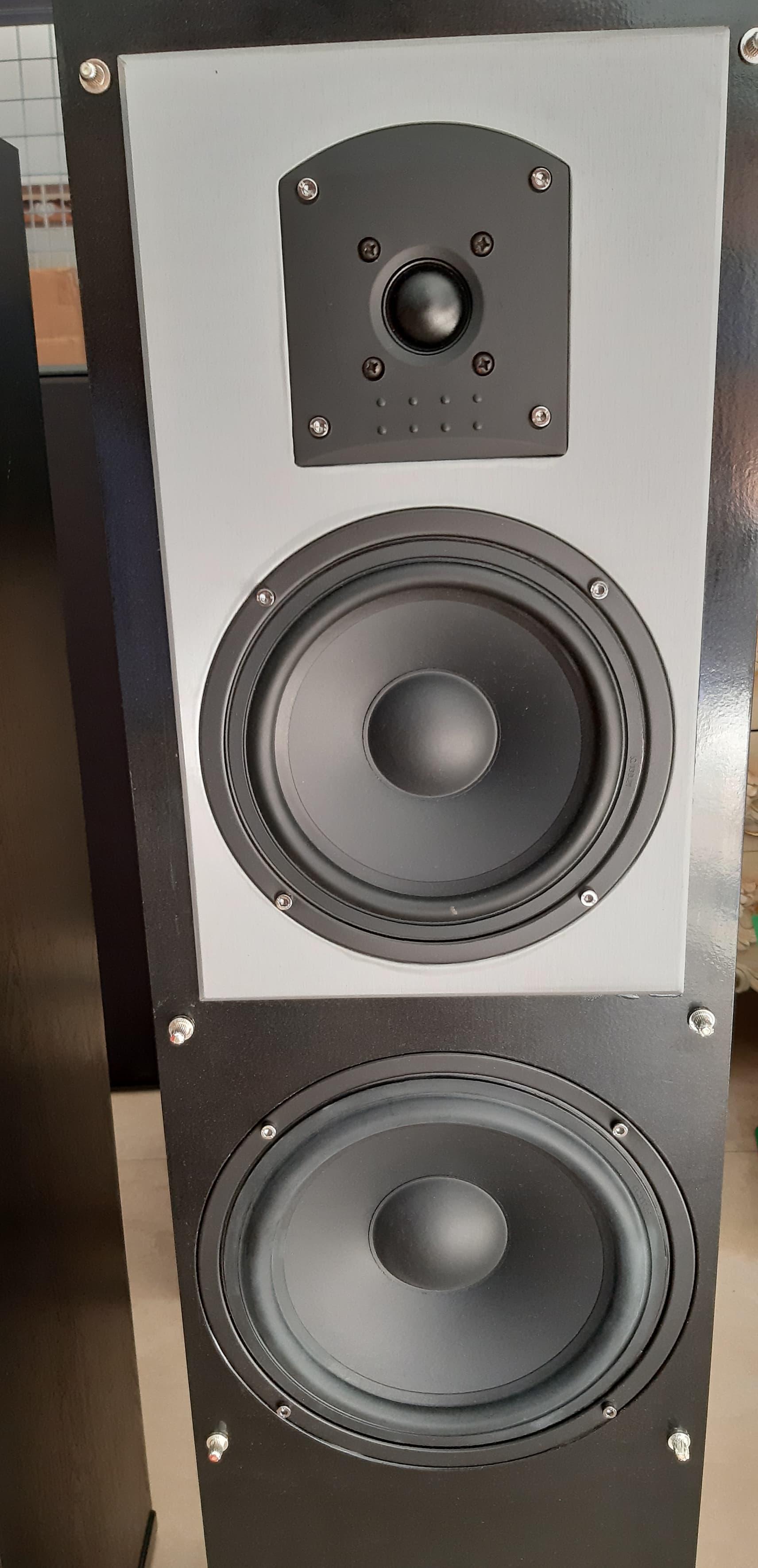 8 Loa HBX model HD 920, HD 820