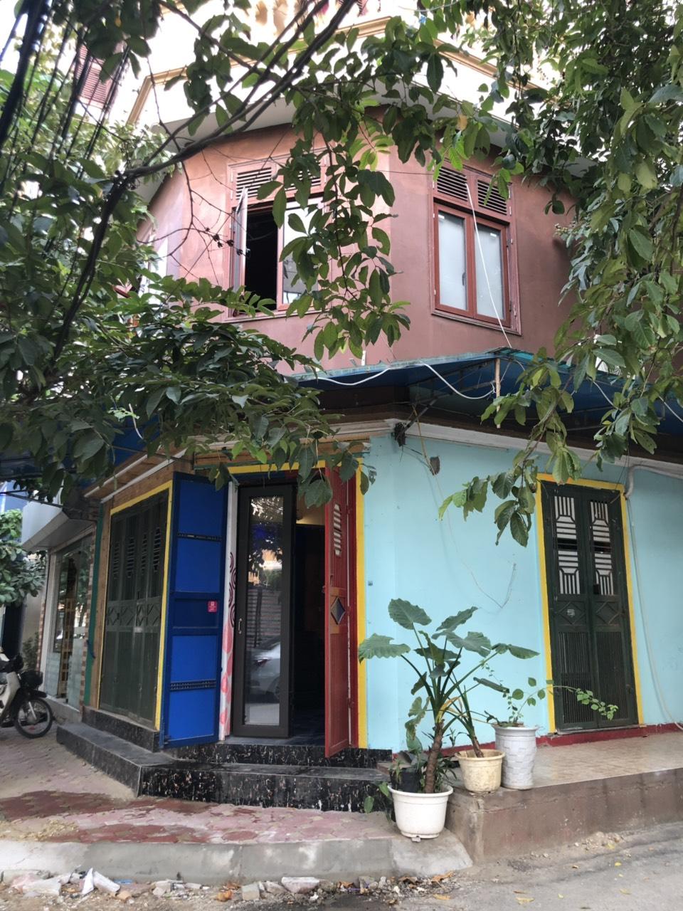 Sang quán cafe gần hồ Hoàng Cầu
