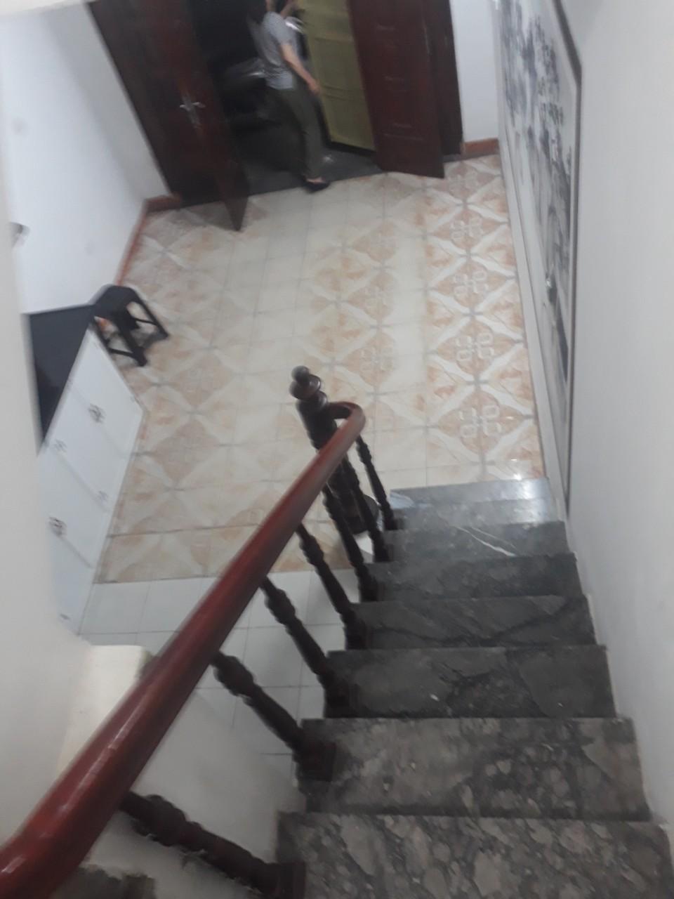 4 Cho thuê nhà phố Lý Nam Đế - Điện Biên Phủ 28m2, xây 5 tầng, 3 ngủ, 4 vs mới sửa đẹp giá 12tr