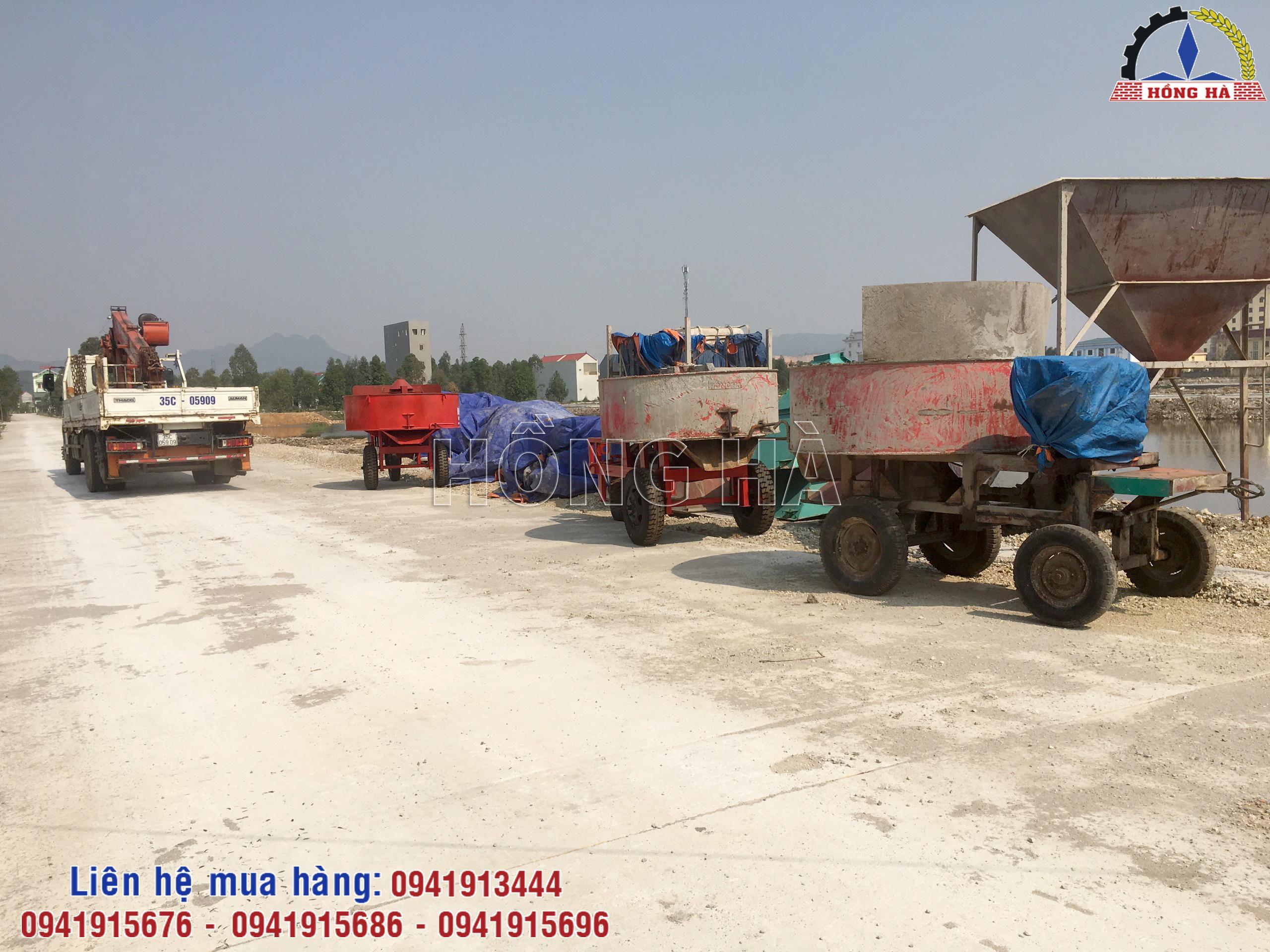 8 Khách hàng tại Ninh Bình nhận bàn giao máy trộn cưỡng bức CB2000 Hồng Hà