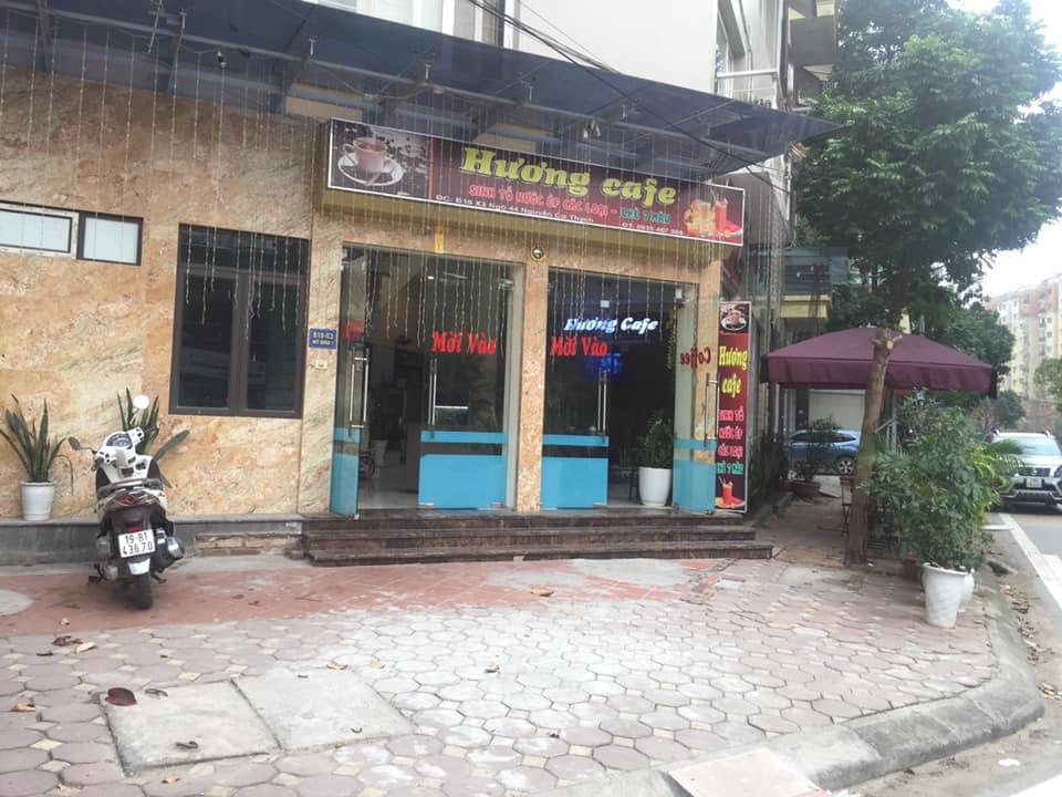 1 Sang nhượng quán cafe nằm ngay giữa ngã tư