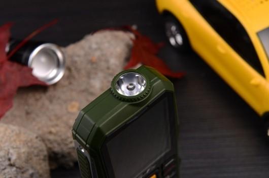 1 Điện thoại 4 sim ở Đà Nẵng Land Rover K999 pin khủng 4 sim online 550K